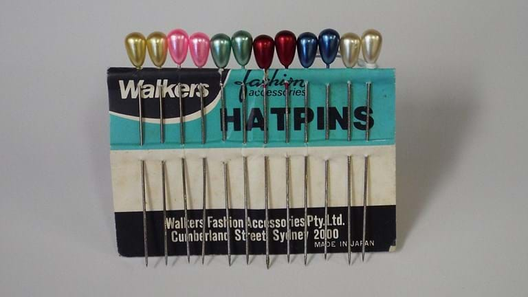 Vintage card of Walkers hatpinsVintage card of Walkers hatpins