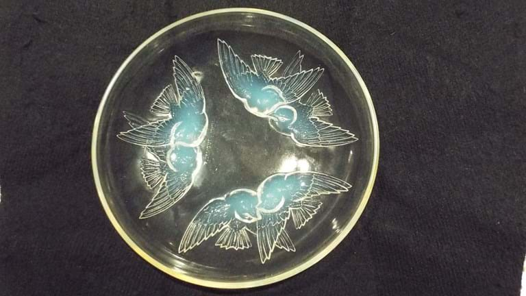 "Rene Lalique French opalescent glass coupe ""Nonnettes"" pattern"