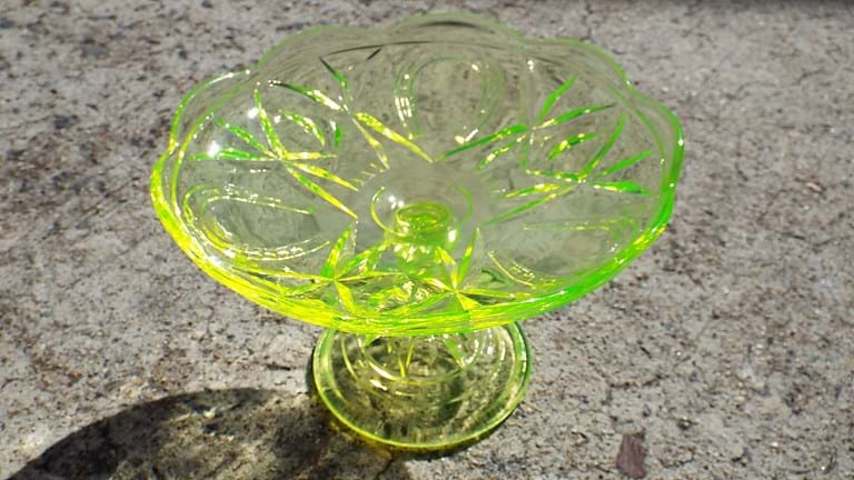 Crown Crystal citron uranium glass Horseshoes comport