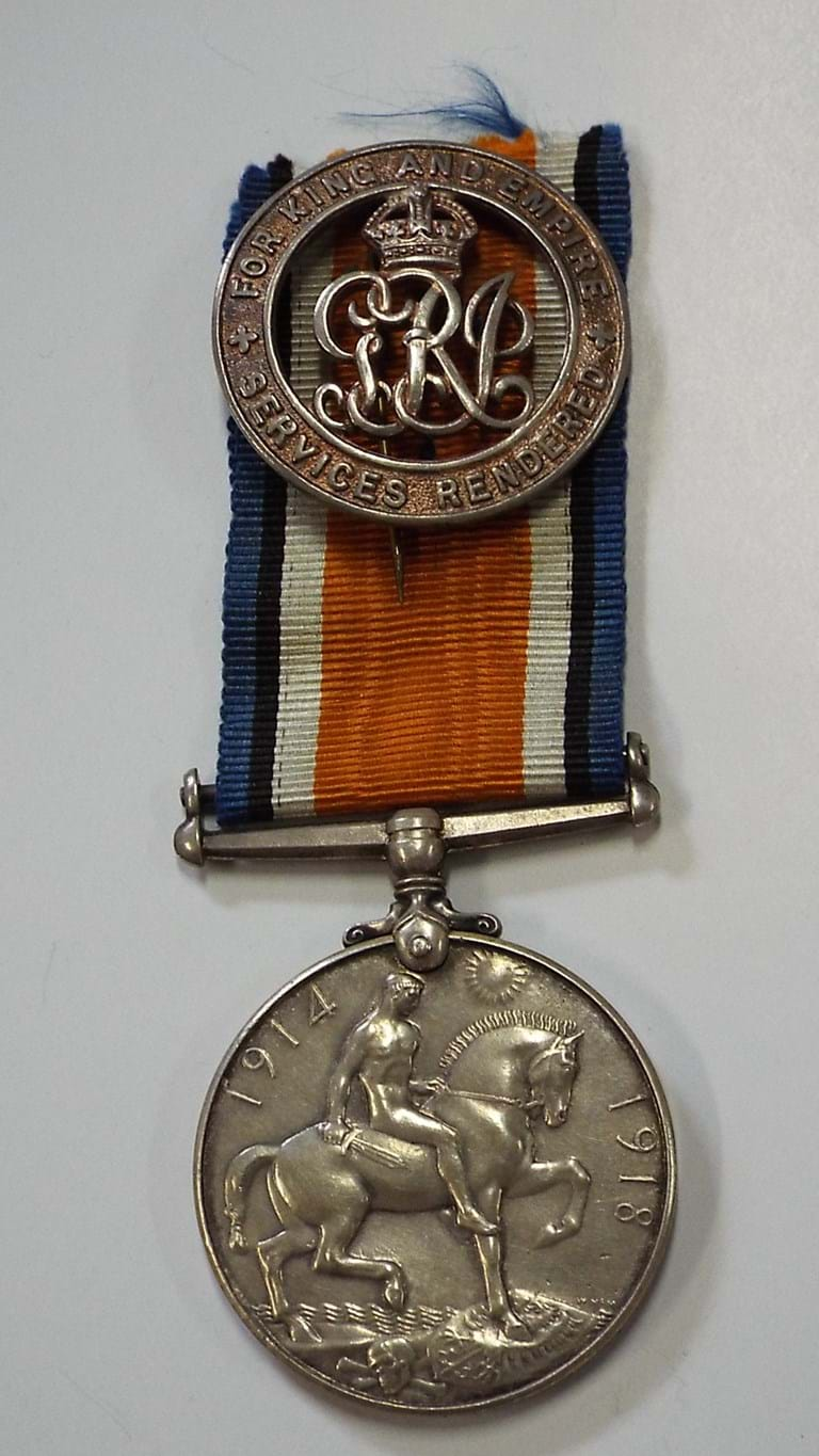 WWI war medal NZEF and wound badge