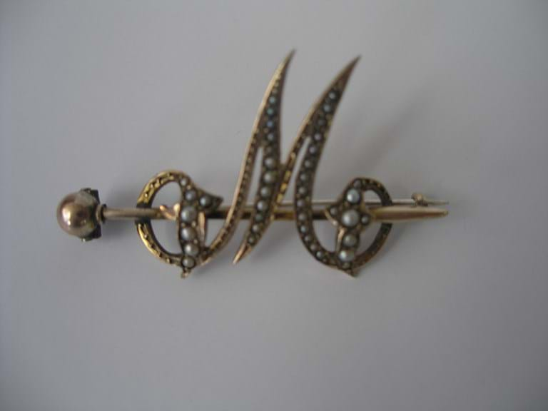 "9 carat gold and seed pearls ""M"" brooch"