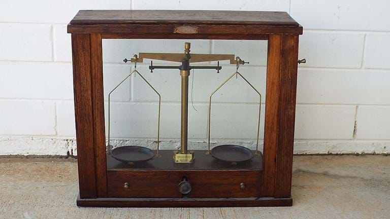 1940s/50s cased balance scales