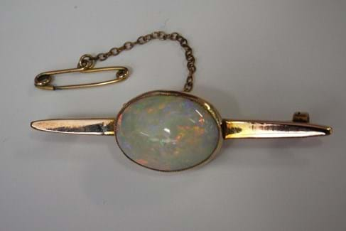 9 carat gold opal brooch