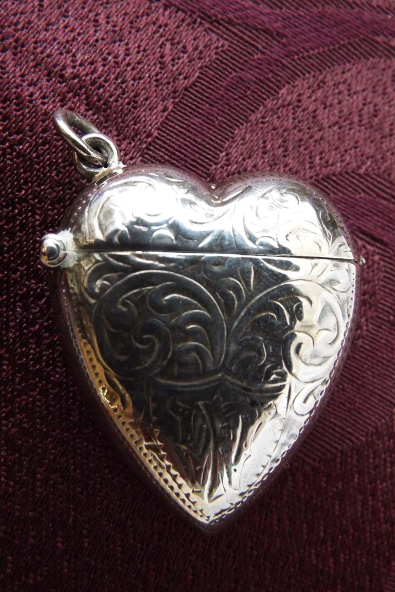 925 silver heart shaped vesta case