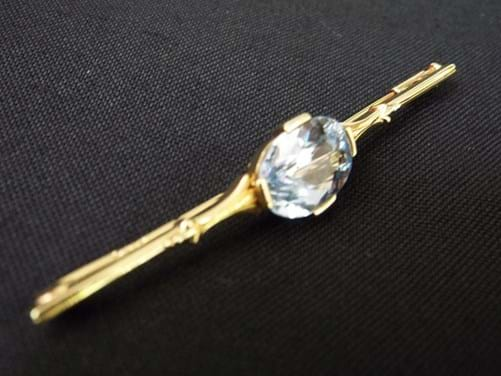 14 carat gold topaz bar brooch