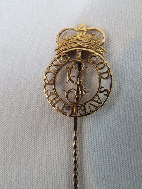 Geo III gold badge cravat pin