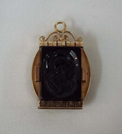 Victorian 15 carat gold, onyx and carnelian mourning locket