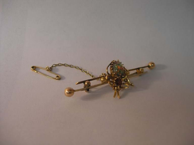 15 carat gold bug brooch