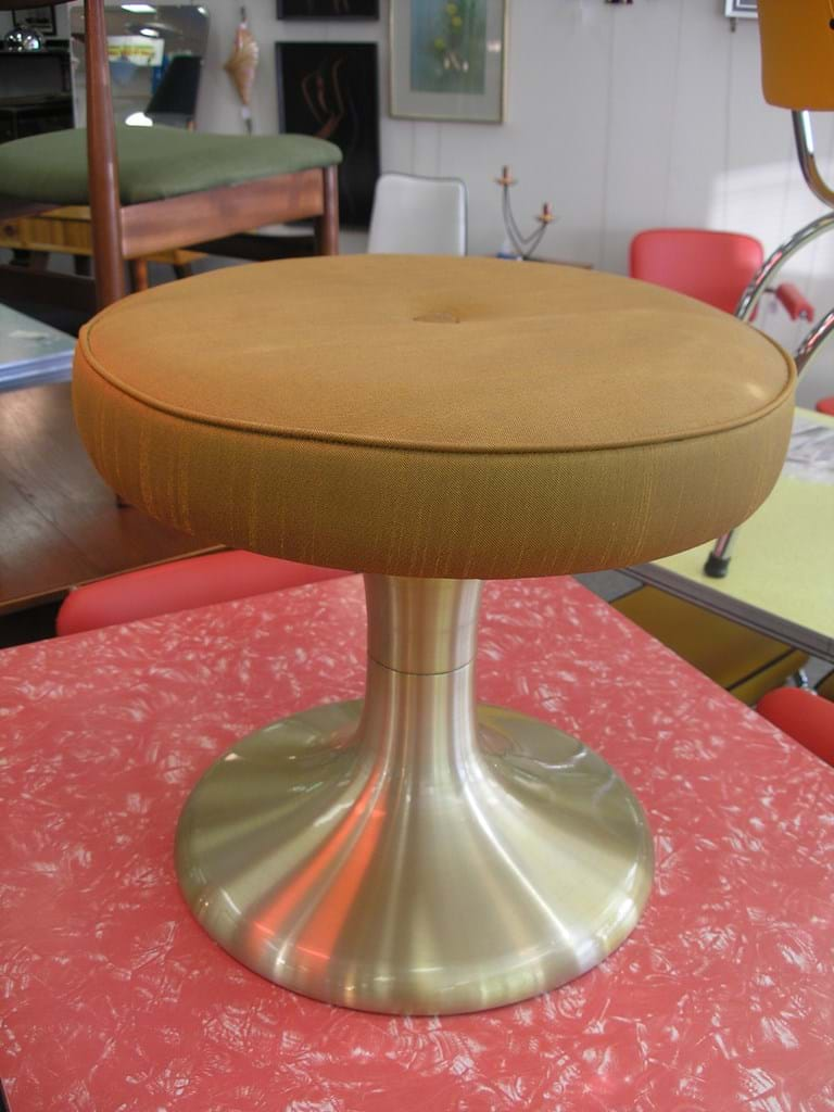 Retro and vintage bedroom furniture sold for Boudoir stoel