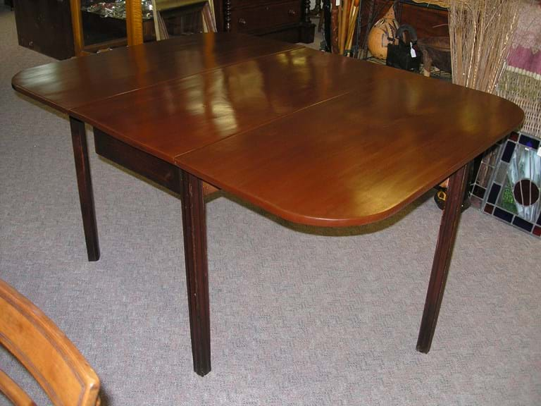 Regency mahogany gateleg dining table