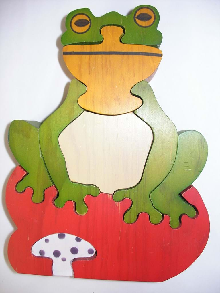 Wooden frog jigsaw toy
