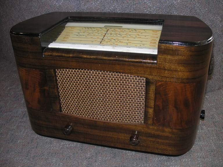 AWA Fisk Radiola timber case mantel radio